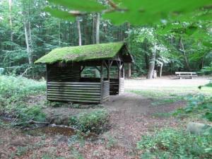Offene Schutzhütte