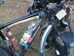 Von der Axt (mitte unter Fahrradstange) bis zur Espresso-Maschine