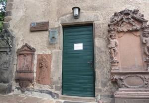 Versteckte St. Michaelskapelle: überall romantische Gemäuer
