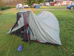Steht immer noch! Mein Tarp-Zelt nach dem Gewitter auf dem Campingplatz